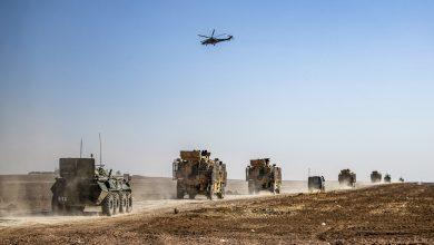 صورة الاحتلال الأمريكي يدخل رتلا عسكريا إلى الحسكة ويخرج قمحا مسروقا إلى العراق