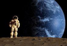 صورة ملياردير يبحث عن مرافقين له في رحلته حول القمر