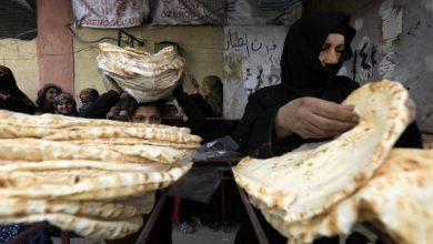 صورة القبض على موظف بفرن قطنا الآلي يبيع الخبز المدعوم بسيارته
