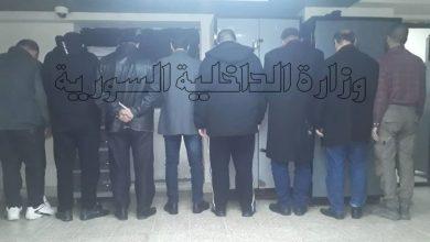 صورة القبض على ثمانية أشخاص يقومون بنقل ملكية عقارات عن طريق التزوير وانتحال شخصية أصحابها