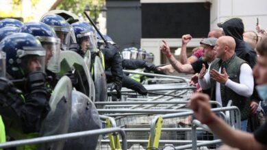 صورة الشرطة البريطانية تعتقل عشرات المحتجين على توسيع صلاحياتها