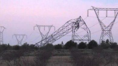 صورة انهيار خمسة أبراج لنقل الكهرباء نتيجة السرقة والعاصفة الغبارية