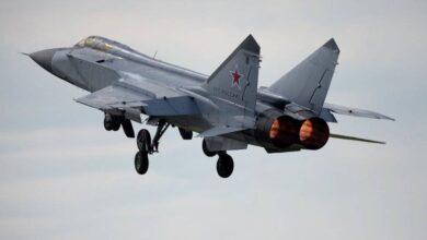 صورة مقاتلة روسية تعترض طائرة استطلاع أمريكية فوق المحيط الهادئ