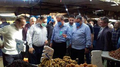 """صورة محافظ حلب في """"الجميلية"""" و""""الرازي"""" لتفقد أسعار المواد الغذائية والخضر والفواكه"""