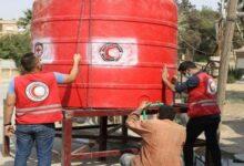 """صورة إستجابة لما نشرته """"الوطن"""".. الهلال الأحمر يبدأ بملء خزانات المياه الفارغة المجاورة لبيوت الأهالي بالحسكة"""