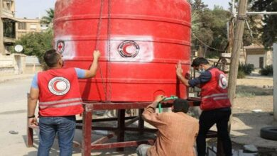 صورة أهالي مدينة الحسكة يطالبون الهلال الأحمر بملء خزانات المياه الفارغة والمجاورة لبيوتهم