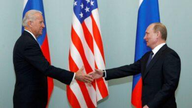 صورة بوتين وبايدن يناقشان في اتصال هاتفي أهم القضايا الدولية