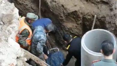"""صورة وفاة عامل بناء في مدينة اللاذقية.. ومدير الصرف الصحي لـ""""الوطن"""": العامل من القطاع الخاص لا من شركتنا"""