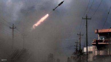صورة زخات صاروخية على قاعدة جوية في العراق
