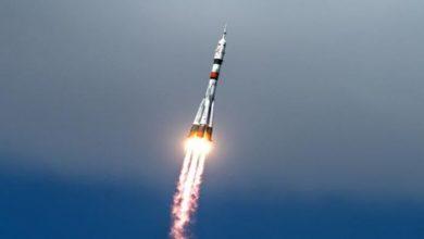 """صورة إطلاق صاروخ """"سويوز"""" محملاً بـ 36 قمراً صناعياً لتوفير الإنترنت السريع في جميع أنحاء العالم"""