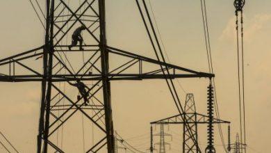 صورة كهرباء الحسكة تنتهي من أعمال الإصلاح والصيانة في ثلاثة أبراج منهارة بفعل العاصفة الهوائية