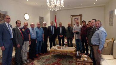 صورة عدد من أبناء الجالية السورية واللبنانية في بروكسل يقدمون التهاني بفوز الرئيس الأسد بالانتخابات الرئاسية