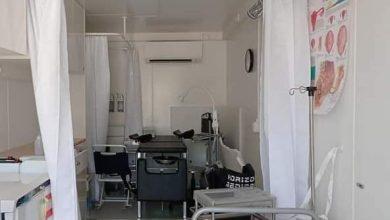 صورة عيادة متنقلة لمعالجة المرضى في المناطق التي لا توجد فيها مراكز صحية