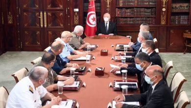 صورة بعد سلسلة من الإجراءات.. الرئيس التونسي يجتمع بقيادات الجيش