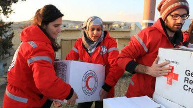 صورة الهلال الأحمر يقوم بتوزيع مساعدات إغاثية لأهالي تل براك وريفها