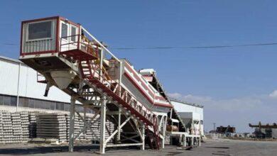 صورة إجراء التجارب النهائية لتشغيل المجبل البيتوني المتنقل
