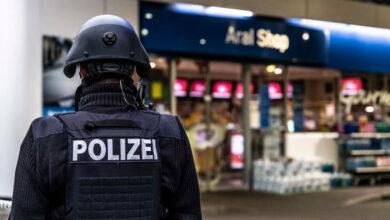 صورة جريمة قتل في محطة وقود ألمانية.. والسبب كمامة.!