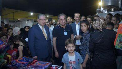 """صورة وزير التربية في """"سوق العيلة"""" بحلب"""